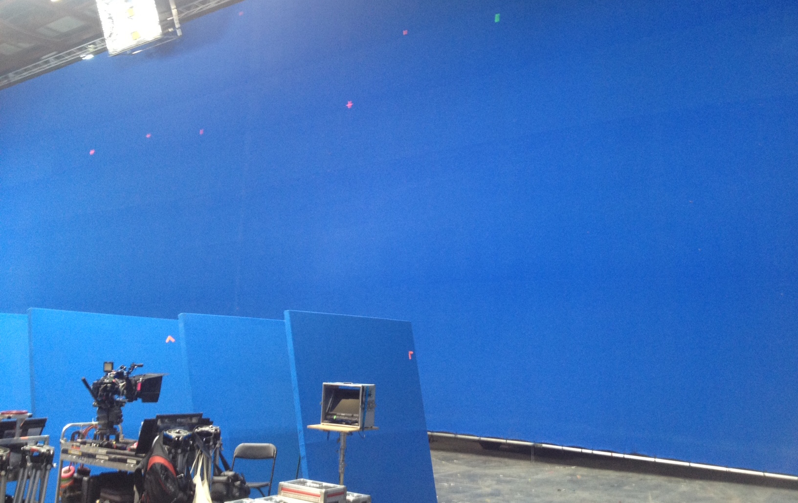 135' x 38' Blue Screen